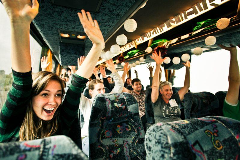 Det är roligare att åka buss tillsammans