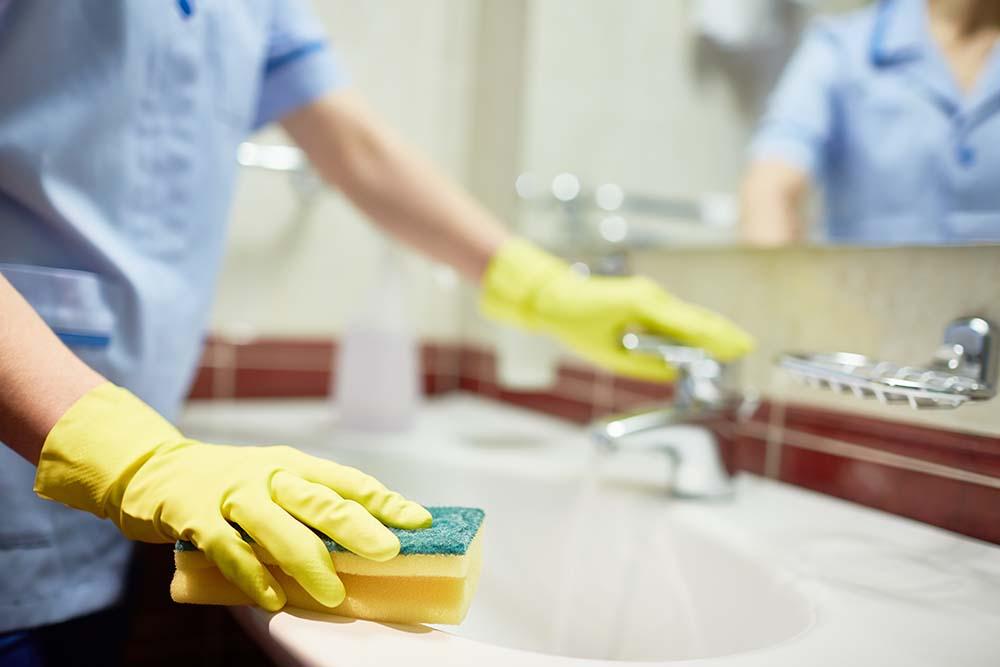 städning i badrummet